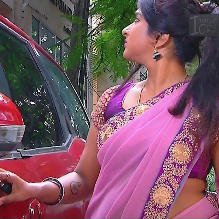 Ramya shankar Tamil TV actress Roja S1 2 Saree photo