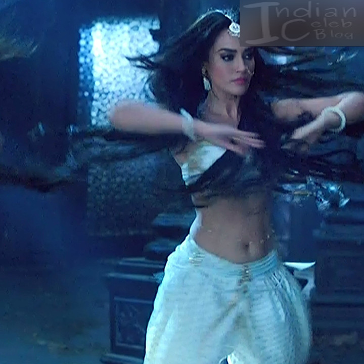 Surbhi jyoti Naagin 3 serial actress S5 8 hot photo