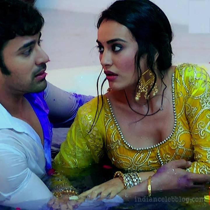 Surbhi Jyoti Sexy Backless Sleeveless Saree Show Naagin 3 Caps  Indian -7322