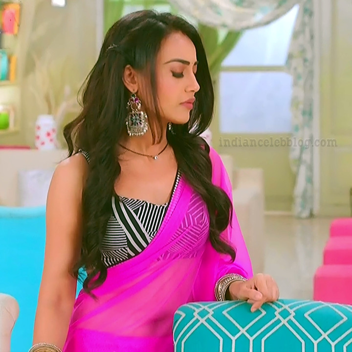 Surbhi-jyoti-naagin-s4-serial-9-hot-sari-photo