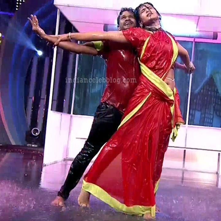 Bhavana Telugu TV anchor rangasthalam dance S1 2 hot pic