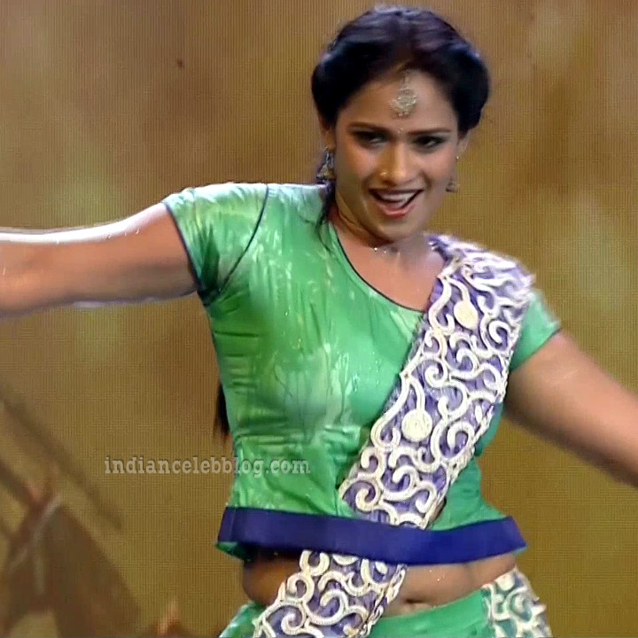 Bhavana Telugu TV anchor rangasthalam dance S1 21 hot pic