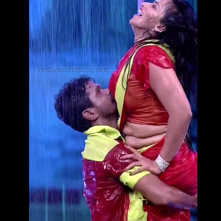 Bhavana Telugu TV anchor rangasthalam dance S1 27 hot pic