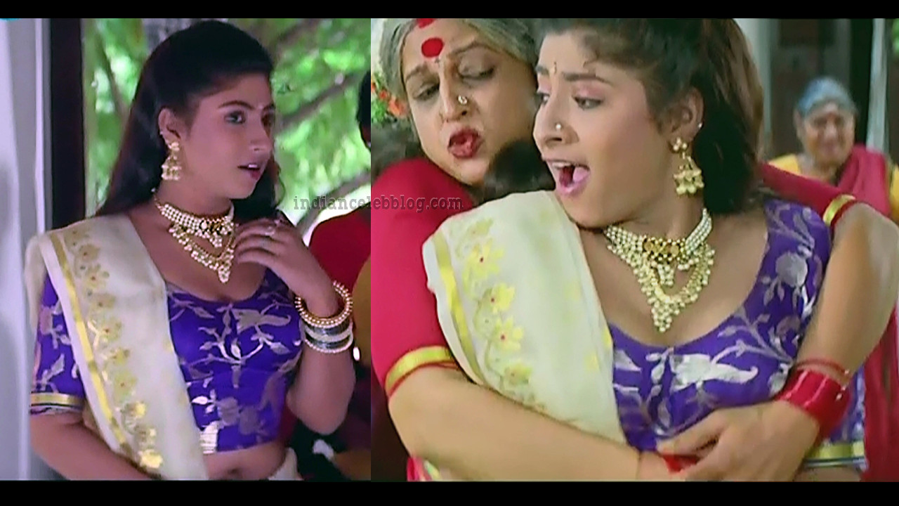 Subhashri Hot Cleavage Show Muthu Tamil Movie Caps Indiancelebblog Com