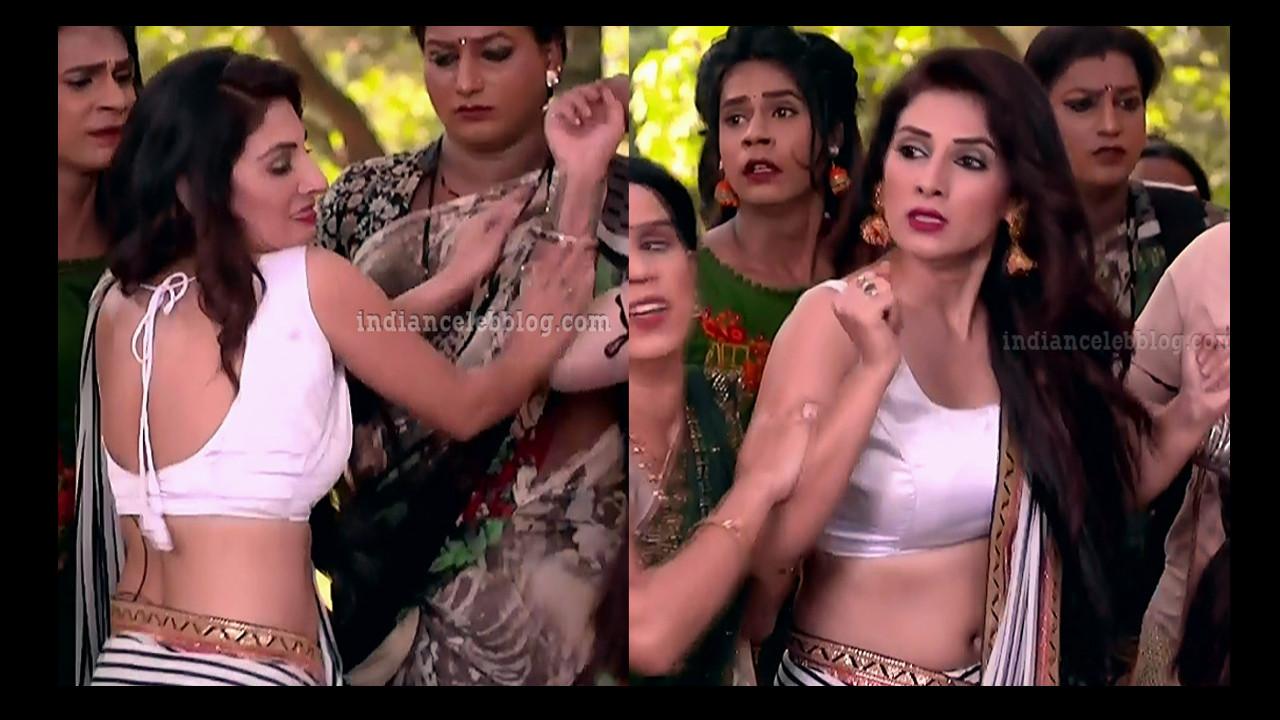 TV actress Tiya gandwani sexy sleeveless saree caps