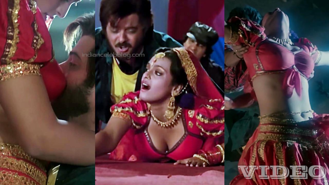 Shilpa shirodkar bollywood actress sexy cleavage press dance clip