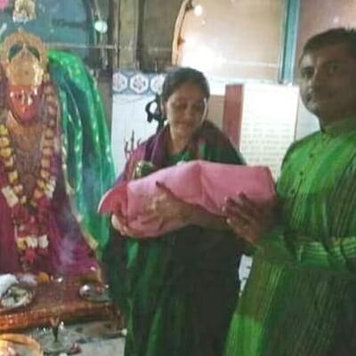 Disha-Vakani-with-Her-Daughter
