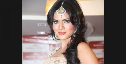 Bridal make up from Aashmeen Munjaal's studio.