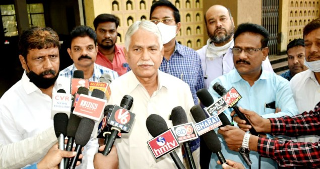 IJU President Sreenivas Reddy speaking to media after protest at CDCLC in Hyderabad on 16 November.