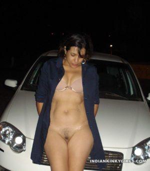 Sexy Desi Girl Choot Exposing Nude Pics