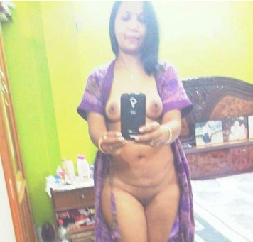 Hot Hyderabad Bhabhi Nude Selfies Exposing Big Tits And Pussy