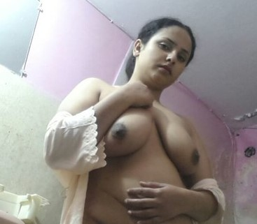 Rich Bhabhi Remove Gown And Showing Milky Boobs And Pussy