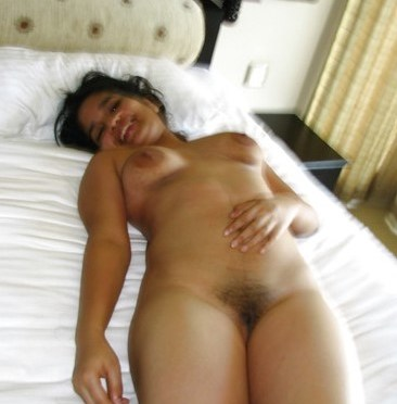 Sexy wife Nude In Hotel Exposing Hairy Pussy And Blowjob