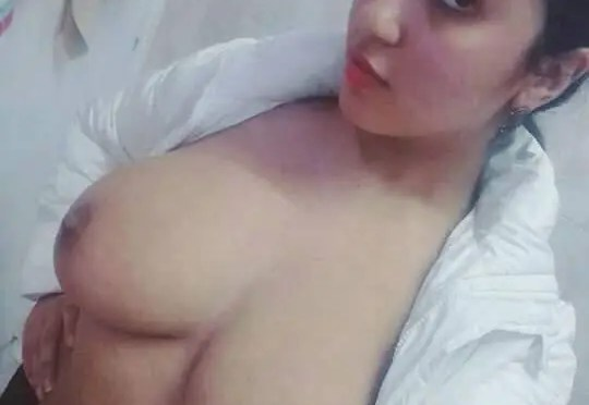 Beautiful Muslim Girl Topless Selfies Showing Huge Tits