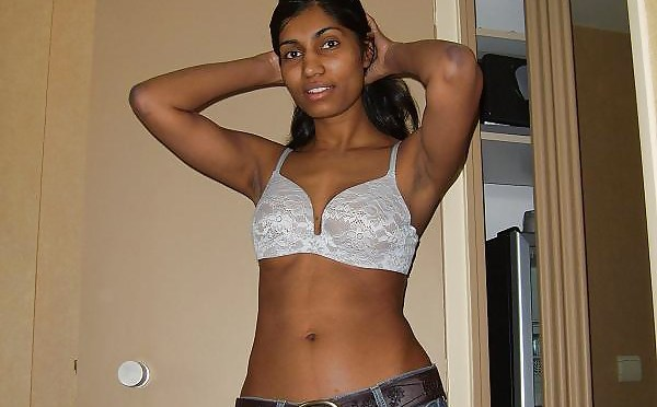 Sexy Indian Girl Seducing Boyfriend On Vacation Nude