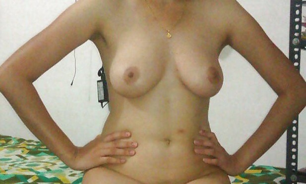 Sexy Newly Wed Desi wife Nude before Sex Photos