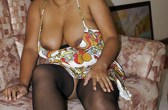 Indian Busty Bhabhi Nude Pics Taken By Her Lover