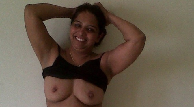 Hot Desi Indian Bhabhi Nude And Blowing Pics