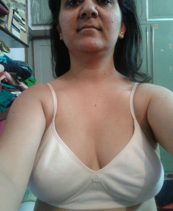 Delhi Hot Bhabhi Naked Selfies Leaked Online-8268