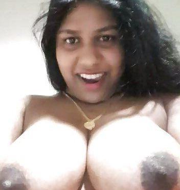 indian aunties with huge boobs nude selfies 004