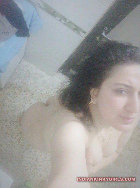 punjabi fudi pooja nude selfies 005
