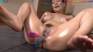 चूत में पेजकस और औजार गुसेड़ते हुए नंगे फोटो Full HD Nude Porn Images Masturbates with sex toys Japanese hottie with oiled body Rei Kitajima gets her holes toyed Full HD Porn (24)
