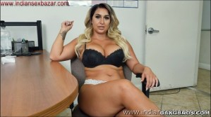 Big Boobs Girl Giving Handjob XXX Pic Curvy big tits lady Nina Kayy giving handjob Showing Big Boobs nude pic00002