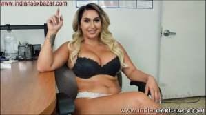 Big Boobs Girl Giving Handjob XXX Pic Curvy big tits lady Nina Kayy giving handjob Showing Big Boobs nude pic00003