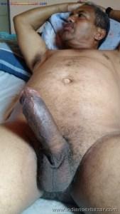 लंड को टांगो के बीच फ़साये हुए लंड राज के फोटो King Of Dick लिंग के नंगे फोटो (2)