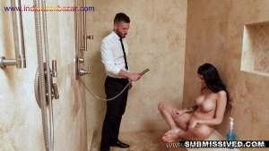 बाप अपनी बेटी की चुत और गांड धुलाते हुए फोटो HD Porn XXX Nude Pic (3)
