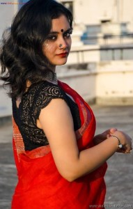Sexy Indian Bhabhi In Saree Blouse Very Hot And Sexy Striping Saree Photos (15)