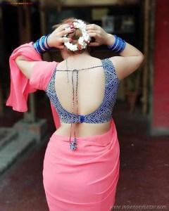 Sexy Indian Bhabhi In Saree Blouse Very Hot And Sexy Striping Saree Photos (6)