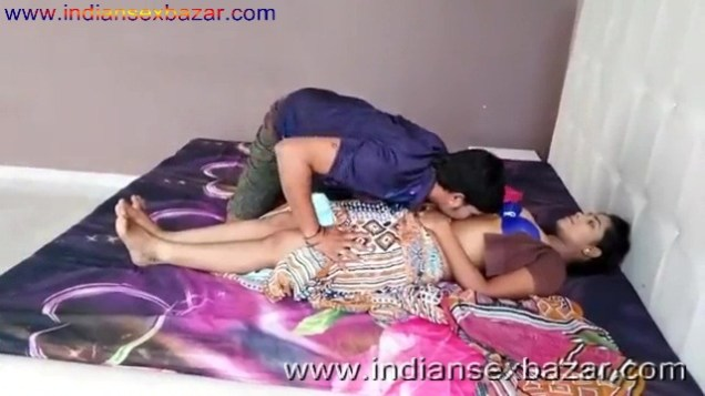 ब्लू ब्रा वाली गर्लफ्रेंड बेडरूम में नंगी होकर चुदवाते हुए फोटो Indian Sex Scandals (7)