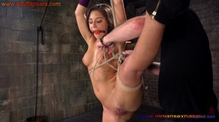 Full HD XXX Porn Photo Gallery गांड और चूत में सरसों का तेल लगा डंडा गुसाते हुए जवान सेक्सी नंगी लड़की की (4)
