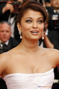Naked Photo And Video Aishwarya Rai Real Big Milky Boobs Showing From Clothes (18)