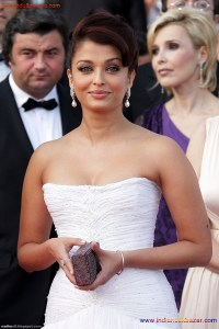 Naked Photo And Video Aishwarya Rai Real Big Milky Boobs Showing From Clothes (19)