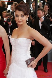 Naked Photo And Video Aishwarya Rai Real Big Milky Boobs Showing From Clothes (20)