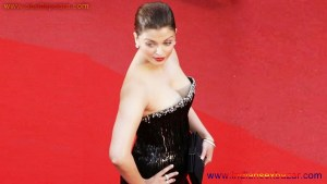 Naked Photo And Video Aishwarya Rai Real Big Milky Boobs Showing From Clothes (29)