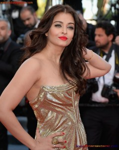 Naked Photo And Video Aishwarya Rai Real Big Milky Boobs Showing From Clothes (30)