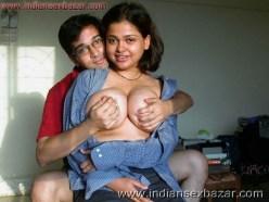 इंडियन पोर्न इंडियन स्कूल गर्ल के मोटे मोटे बूब्स दबाते हुए पोर्न फोटो Boobs Pressing Photos (10)