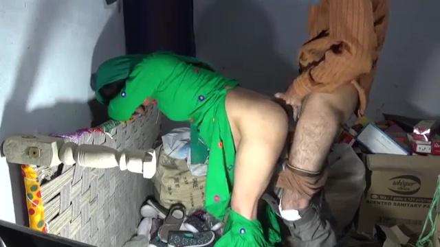 ग्राहक ने घोड़ी बनाकर सेठानी की गांड मारी चूड़ियों के गोदाम में इंडियन हिन्दी पोर्न विडियो 7