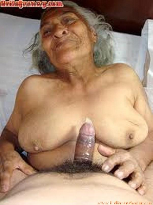 बूढी दादी माँ का ग्रुप में बलात्कार करा घर के नौकरो ने हिन्दी सेक्स स्टोरी 6