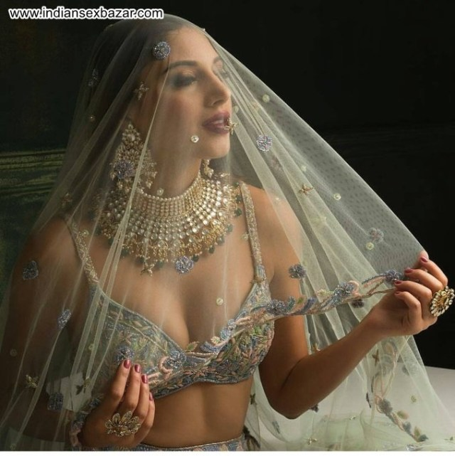Half Nude Newly Married Indian Bride XXX HD Porn Pic Collection 8