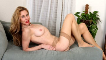 Busty Blonde Ceil Gryphon Fingering Her Pussy Full Hd Porn Video