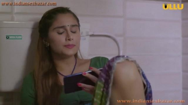 Khul Ja Sim Sim मंगेतर मोबाइल में पोर्न फिल्म देख चूत में ऊँगली करते हुए इंडियन हिन्दी पोर्न फिल्म 6