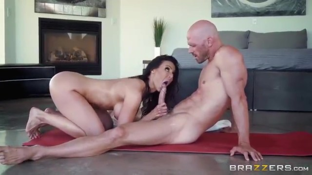 MILF Kendra Lust Giving Blowjob To Bald Guy Full HD Porn Video And XXX Porn Pic Gallery 5