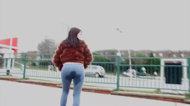 Ava Pissing And Dripping Wet Yoga Pants In Public Outdoor Full HD Porn And XXX Porn Pic Gallery 7