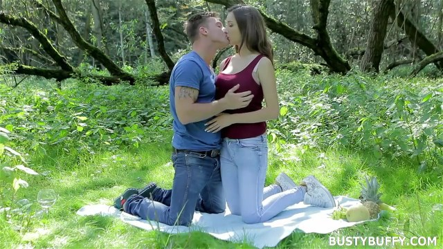 Busty Buffy Feeding Huge Breast To Boyfriend Outdoor Full HD Porn Video And Pic Gallery 2