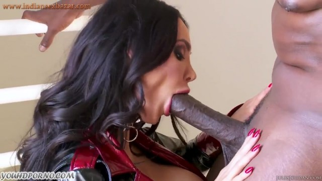 Brunette MILF Amy Anderssen With Huge Boobs Giving Blowjob To BBC Full HD Porn Video And XXX Pictures 10
