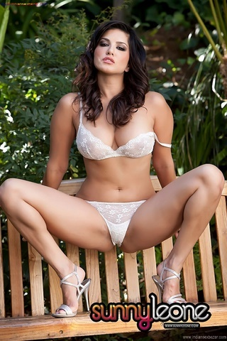 Indian Bollywood Film Actress Sunny Leone Takes Off Bra And Panty For Fingering Outdoor Nude Pic Gallery 5